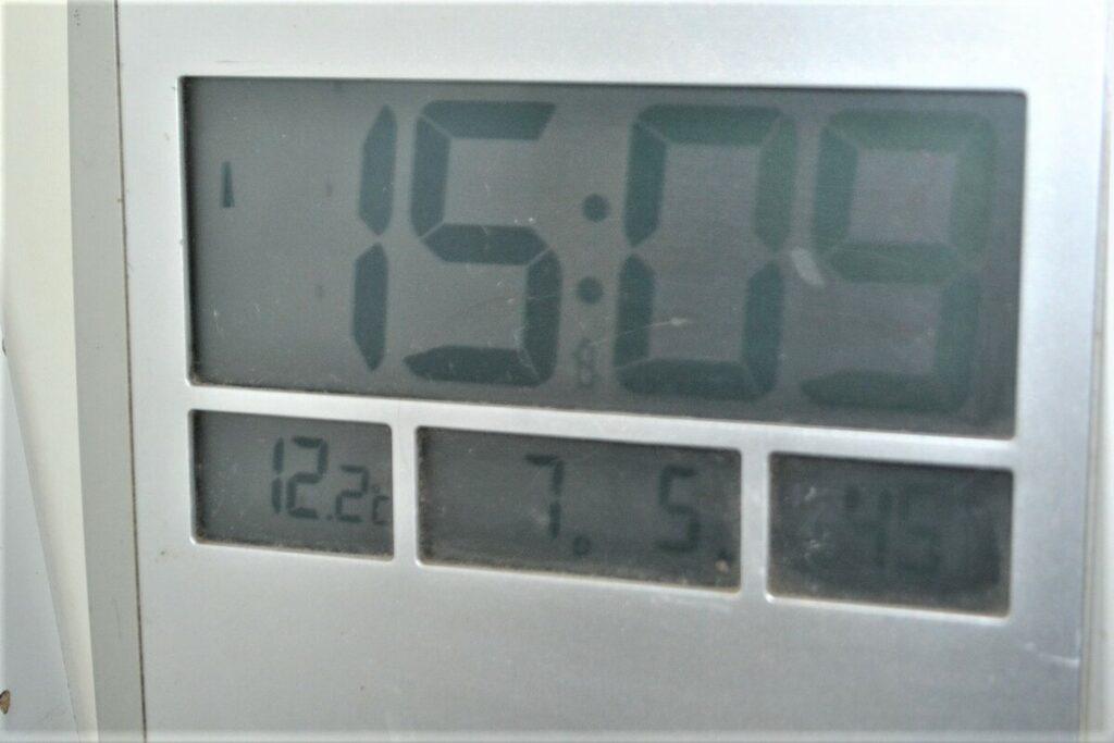 pokazatelhj elektronnogo termometra 12 gradusov